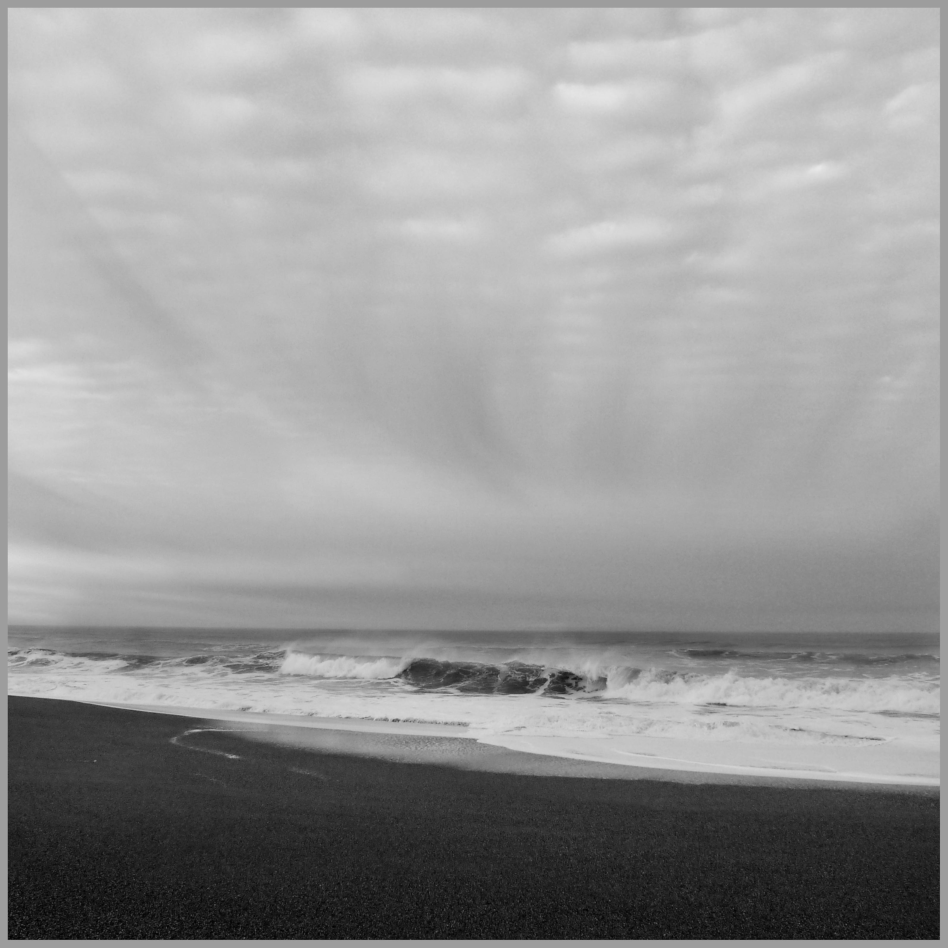 Wavess_sky_bw_1