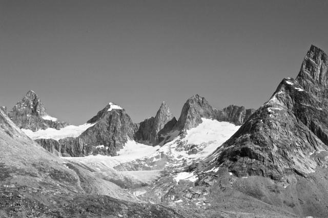 Many_mountains_1_bw